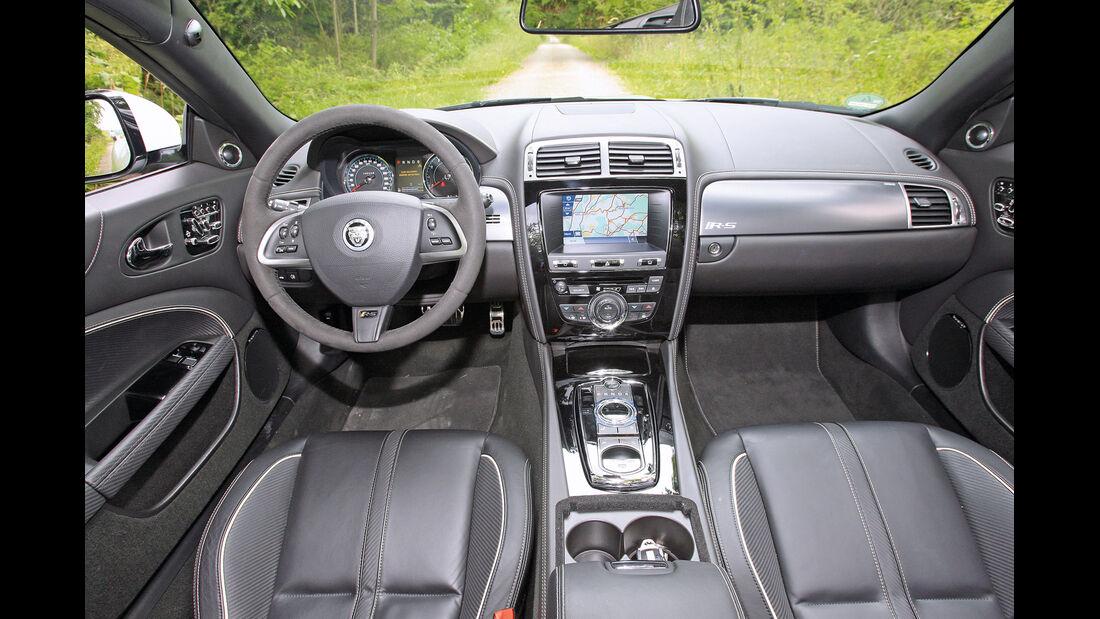 Jaguar XKR-S Cabrio, Cockpit