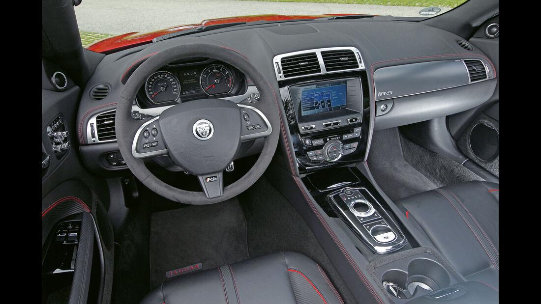 Jaguar XKR-S Cabrio, Cockpit, Lenkrad