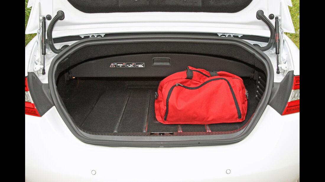 Jaguar XKR-S Cabrio, Kofferraum