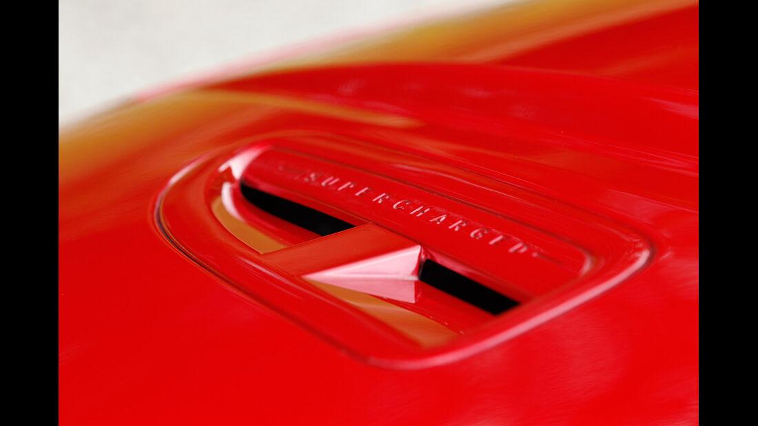 Jaguar XKR-S Cabrio, Luftschlitze