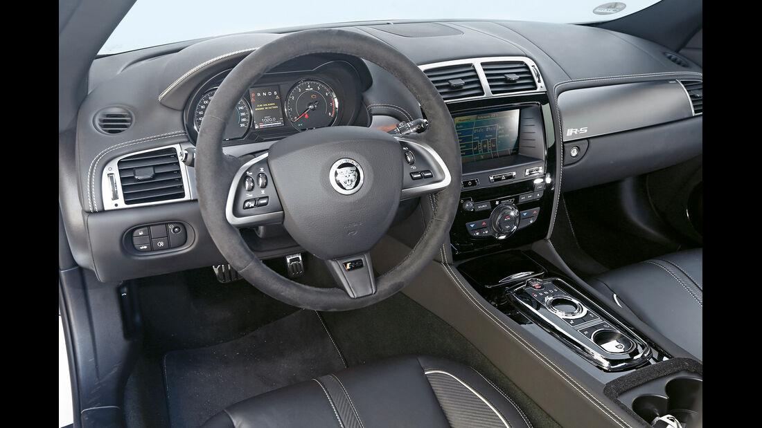 Jaguar XKR-S, Cockpit