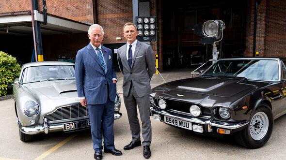 James Bond 007 Aston Martin DB5 und V8 Filmauto