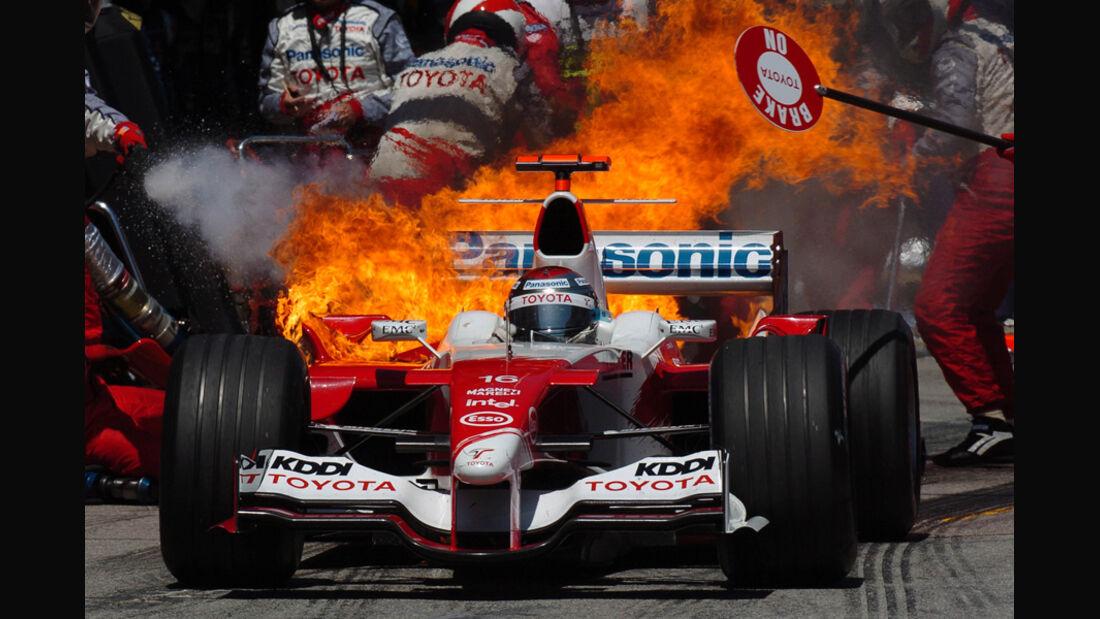 Jarno Trulli - Feuer beim Boxenstopp