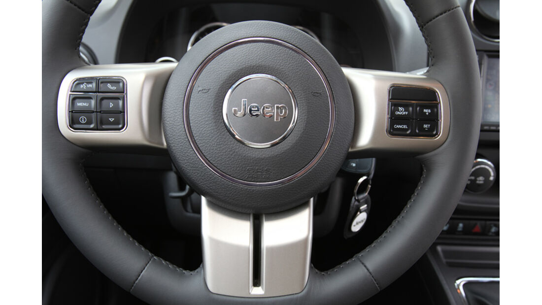 Jeep Compass 2.2 CRD Limited, Lenkrad, Detail