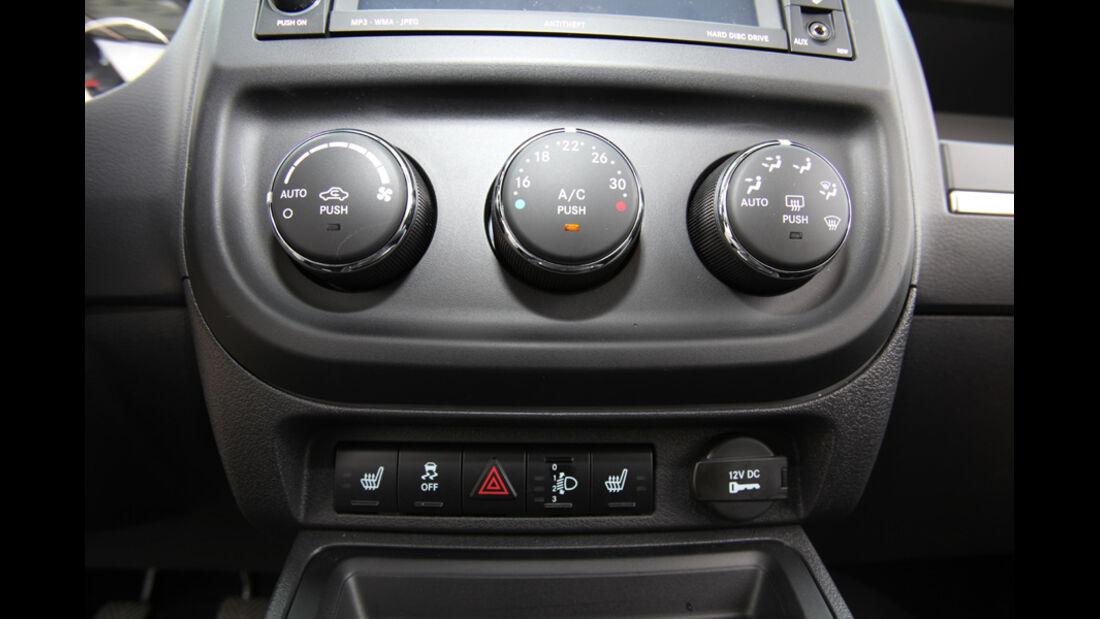 Jeep Compass 2.2 CRD Limited, Mittelkonsole, Bedienelemente