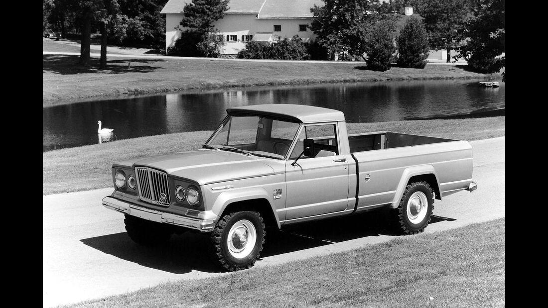 Jeep J-2000 / SJ 1965-1971