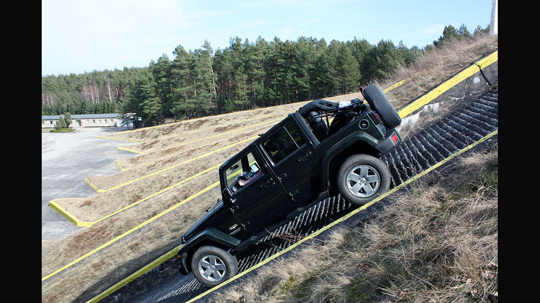 Jeep Wrangler Unlimited 2.8 CRD Sahara Supertest 2011