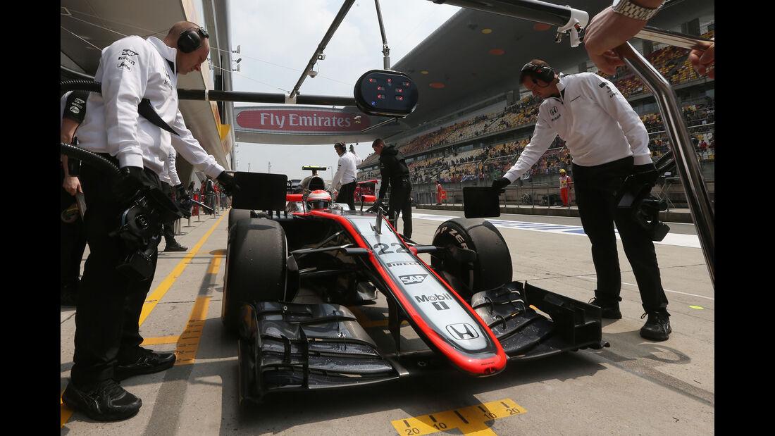 Jenson Button - McLaren - Formel 1 - GP China - Shanghai - 10. April 2015