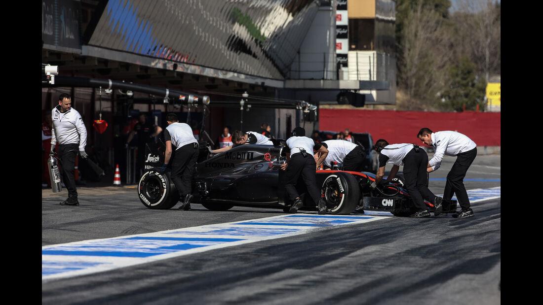 Jenson Button - McLaren-Honda - Formel 1-Test - Barcelona - 1. März 2015