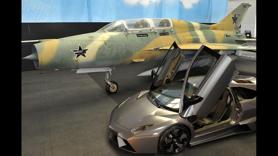 Jet und Lamborghini Reventon auf der Klassikwelt Bodensee