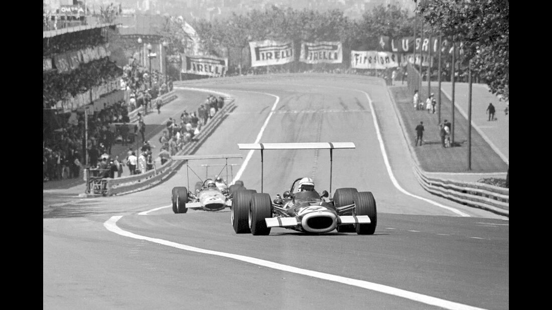 John Surtees - BRM P138 - Bruce McLaren - McLaren M7C - Montjuic Park 1969
