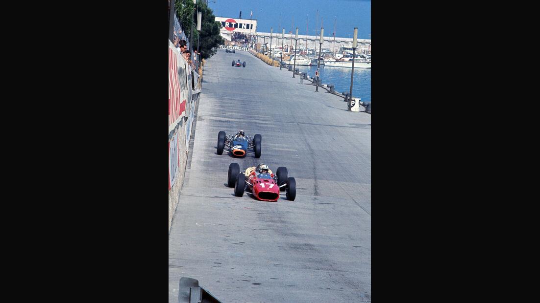 John Surtees - Ferrari 312 - Jackie Stewart - BRM P261 - GP Monaco 1966