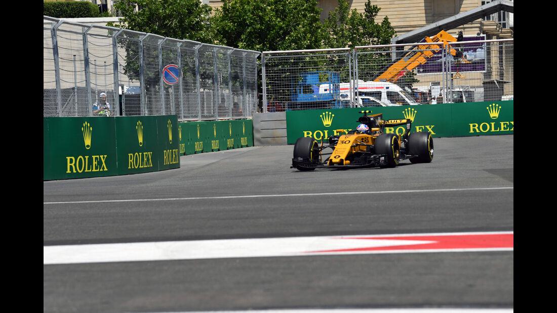 Jolyon Palmer - Renault - Formel 1 - GP Aseerbaidschan 2017 - Training - Freitag - 23.6.2017