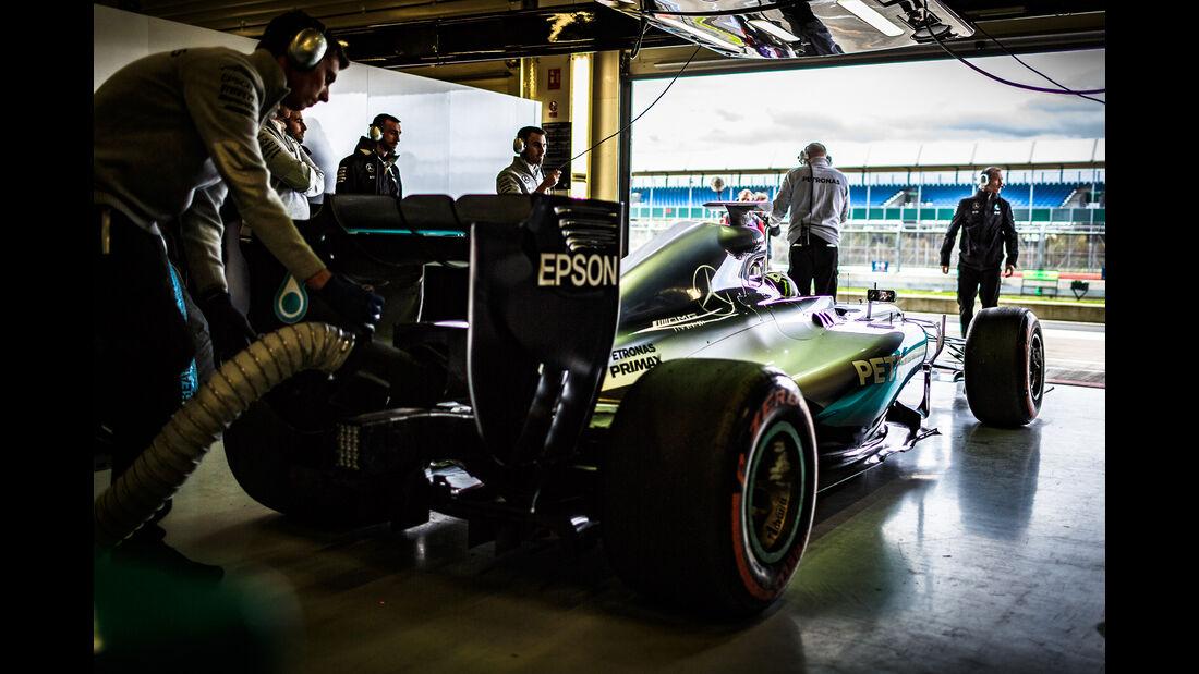 Jorge Lorenzo - Mercedes AMG W05 - Formel 1 Testrun - Silverstone - 5. Oktober 2016