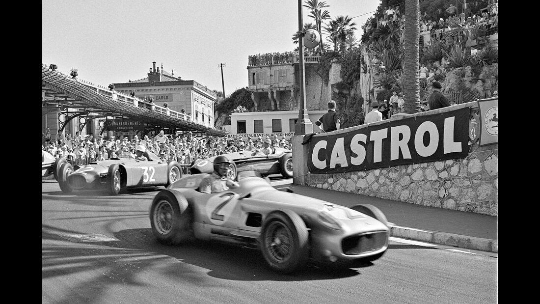 Juan Manuel Fangio - Mercedes W 196 R - Louis Chiron - Lancia D50