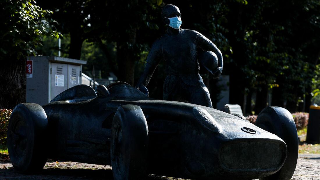 [Imagen: Juan-Manuel-Fangio-Statue-Formel-1-GP-It...720266.jpg]