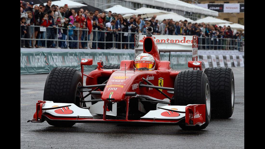 Kamui Kobayashi Ferrari Showrun Moskau 2013