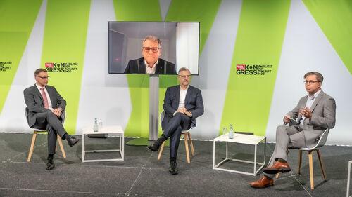 Karsten Schulze, Stefan Kölbl und Dr. Jörg Rheinländer in einer Podiumsdikussion. Moderator: Dirk Gulde