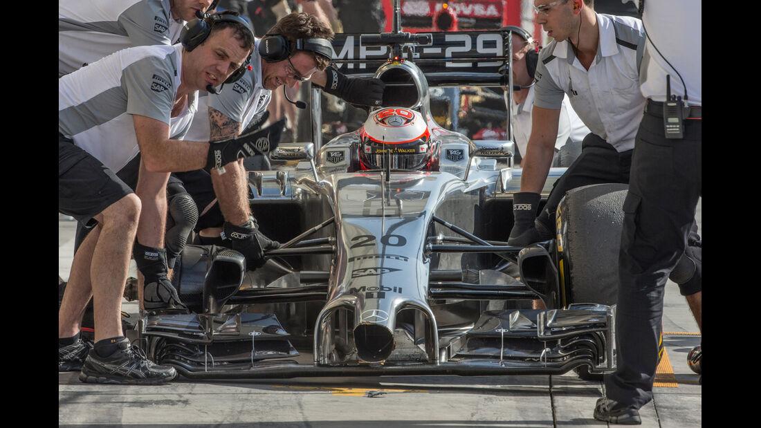 Kevin Magnussen - Bahrain Test - Crashs 2014