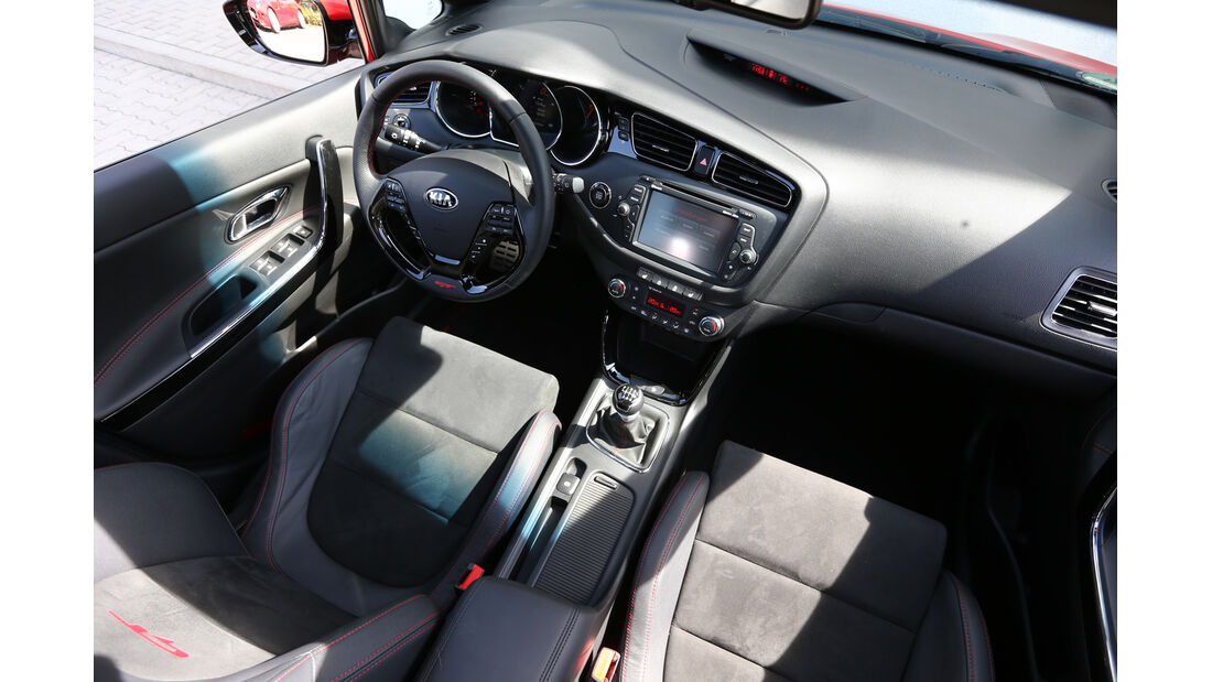 Kia Cee'd GT, Cockpit
