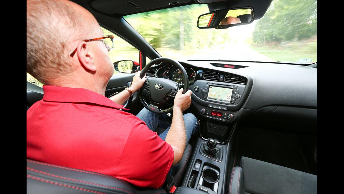 Kia Cee'd GT, Cockpit, Fahrersicht