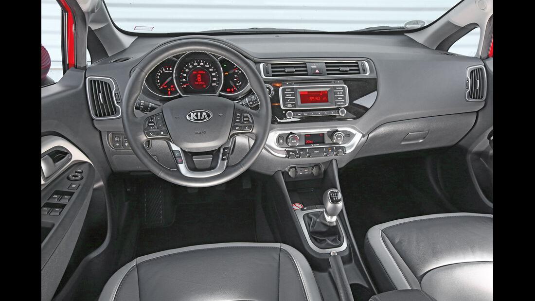 Kia Rio 1.4, Cockpit