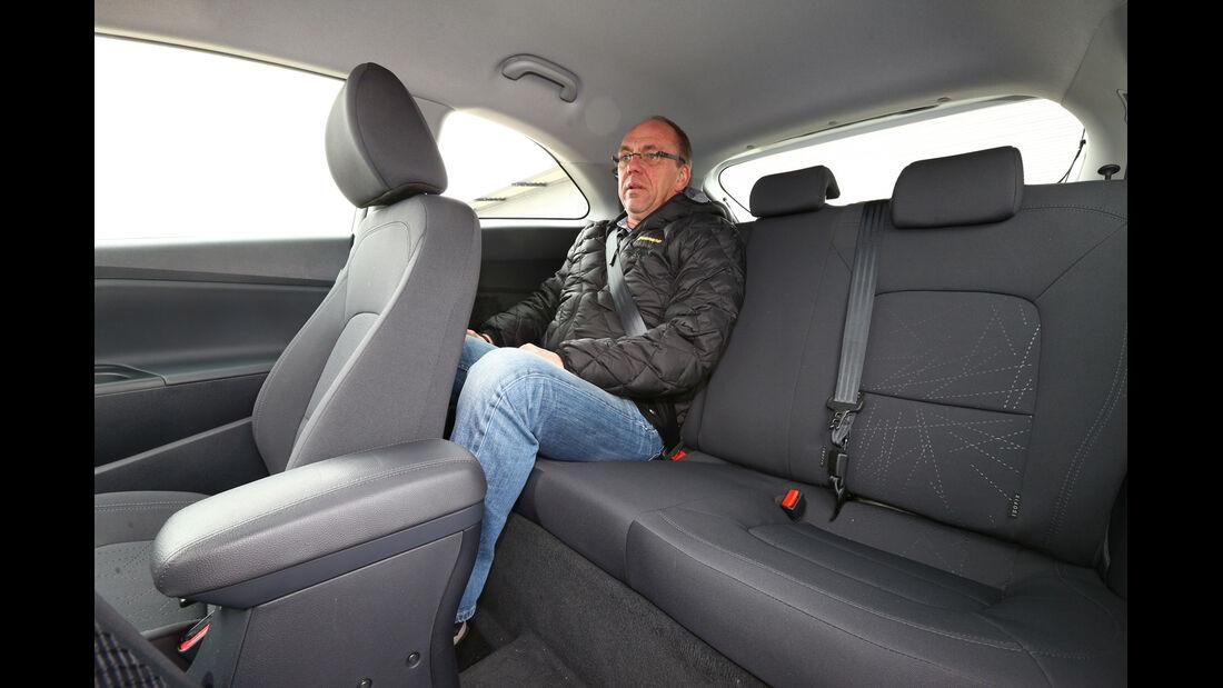 Kia Rio 1.4 Spirit, Rücksitz, Beinfreiheit