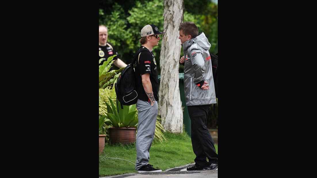 Kimi Räikkönen & McLaren-Arzt Akki Hintsa - GP Malaysia - 22. März 2012