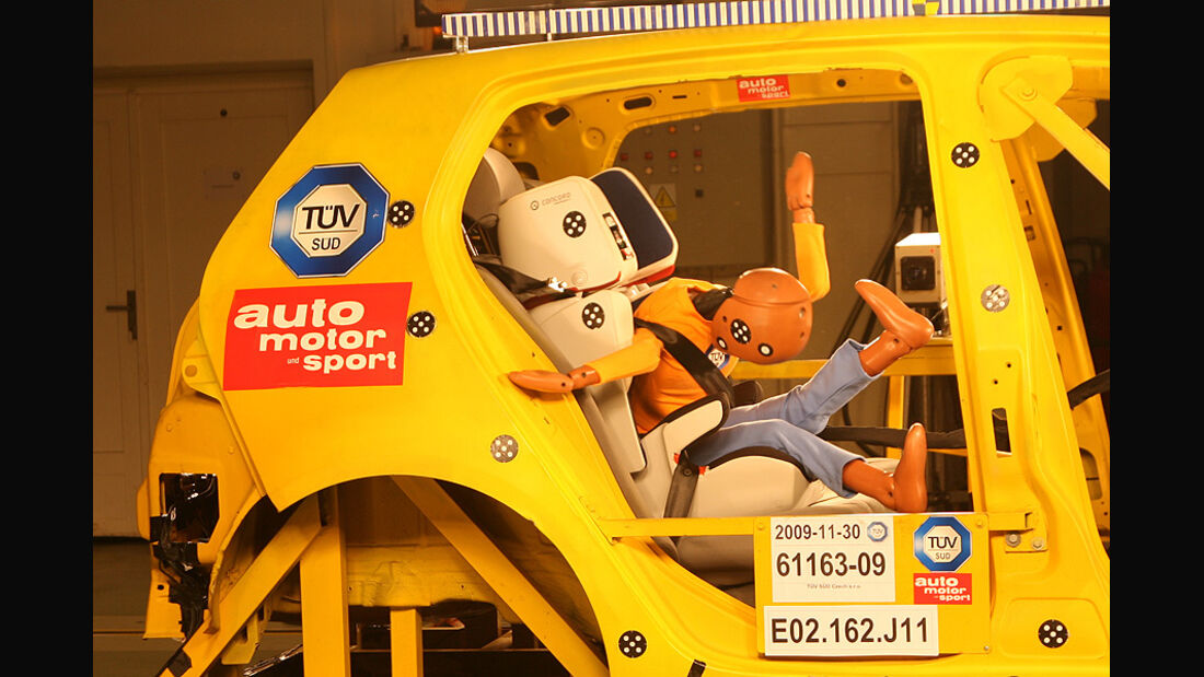 Kindersitzcrashtest auto motor und sport