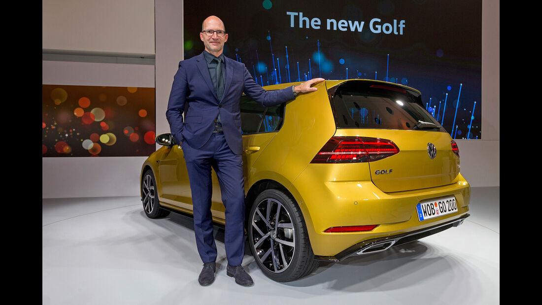 Klaus Bischoff mit dem VW Golf