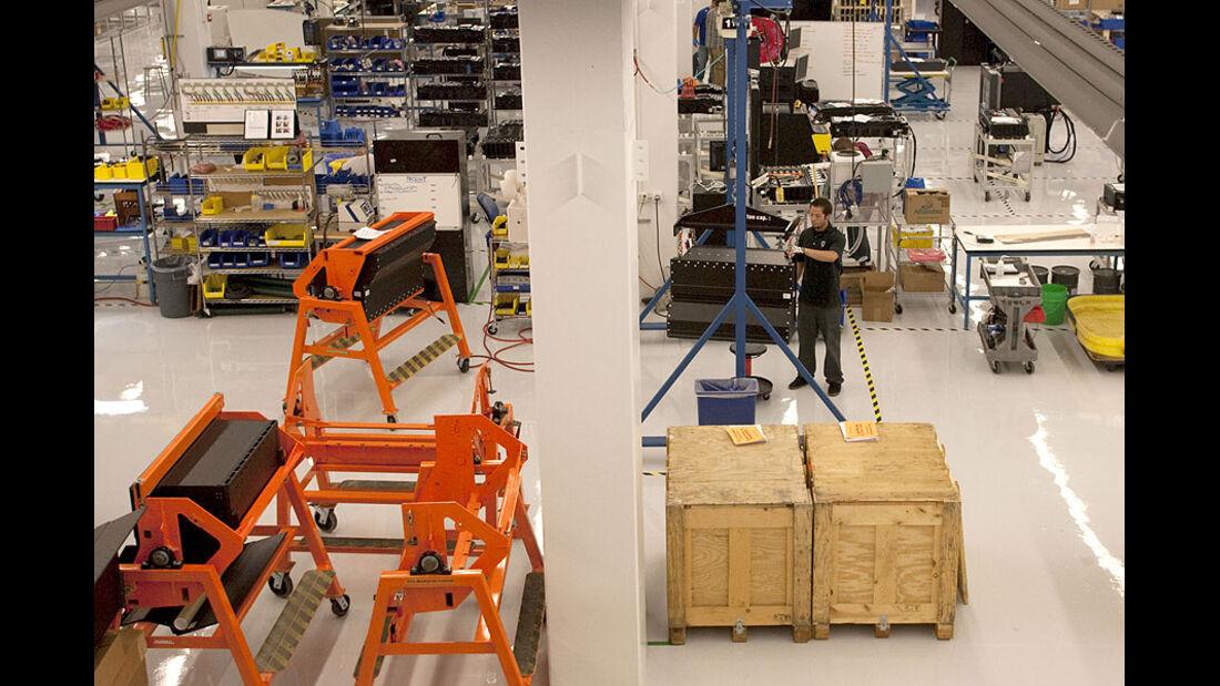 Kleinserien-Hersteller Tesla, Anfertigung