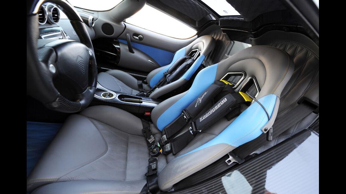 Koenigsegg Agera Cockpit, Schalensitze, Vier-Punkt-Gurt