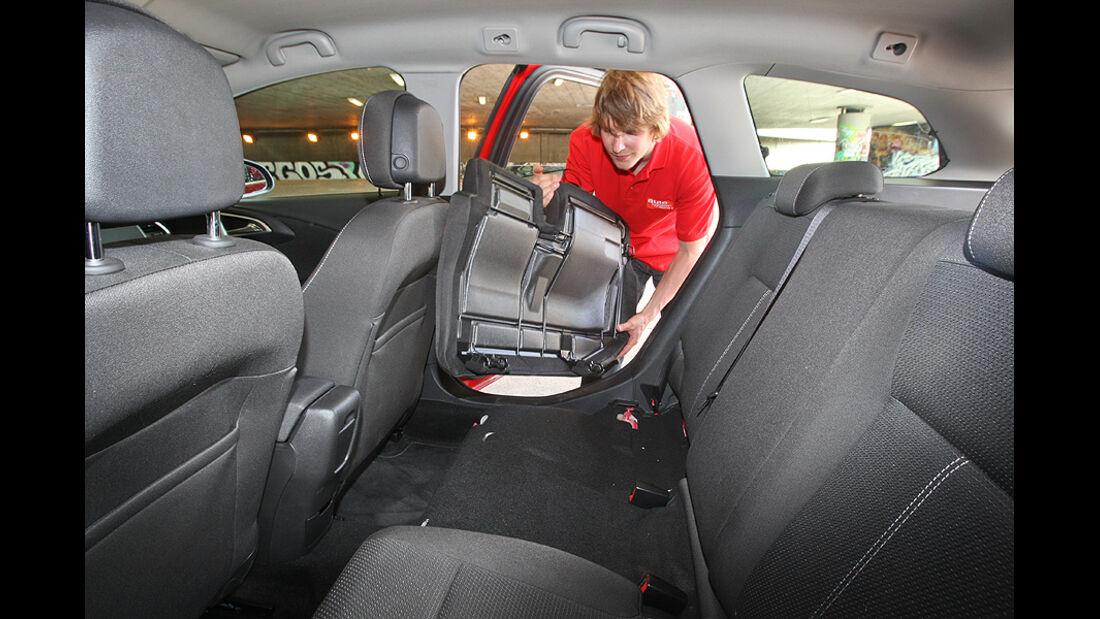 Kofferraumvolumen Test, Opel Astra Sports Tourer, Rückbank