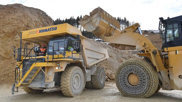 Komatsu Muldenkipper HD 605-7 Elektroumbau Kuhn Schweiz