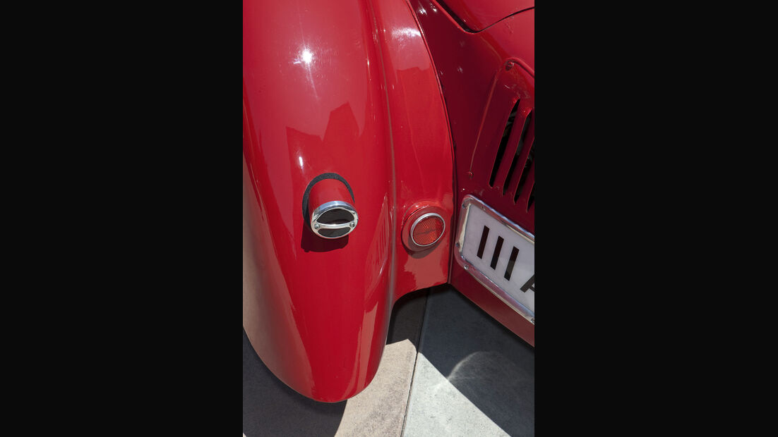 Kotflügel mit Rückleuchten des Mercedes-Benz 150 Sport Roadster