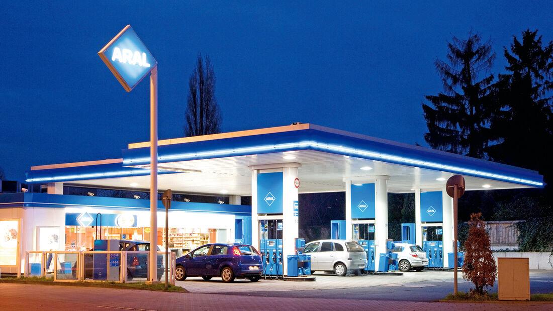 Kraftstoffe, Tankstelle