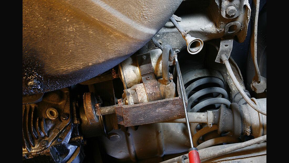 Kraftstofffilter eines Mercedes-Benz SL (R/C 107)