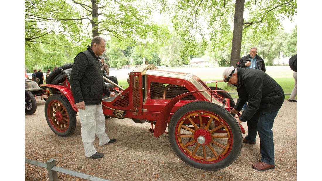 Kronprinz Wilhelm Rasanz, Renault Agatha, Seitenansicht