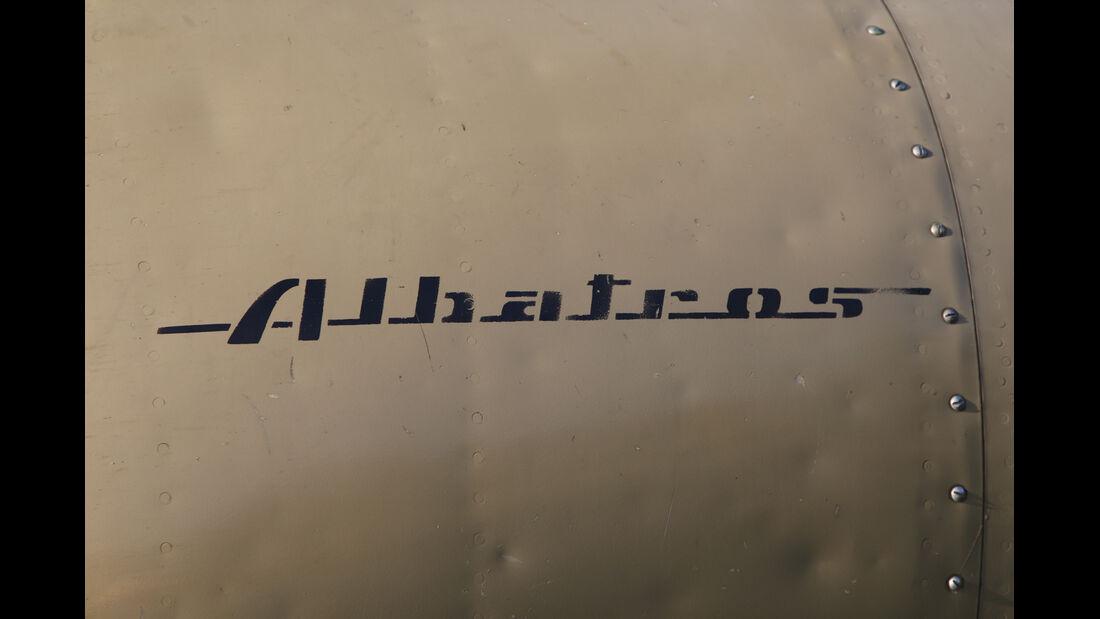 L-39 Albatros, Schriftzug