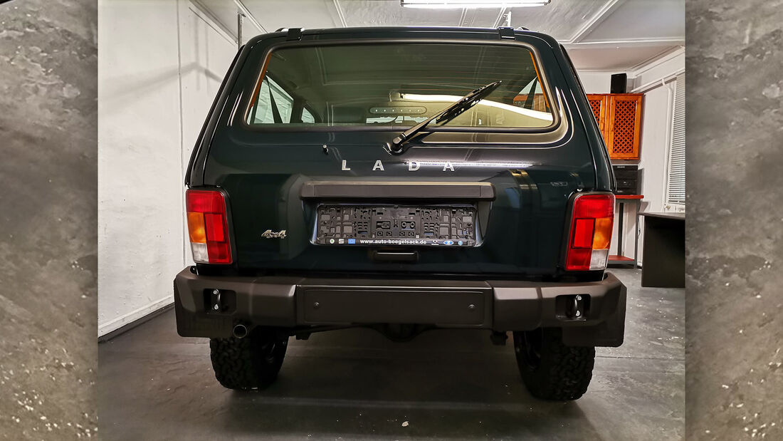Lada Niva Legend 50th Anniversary Sondermodell Partisan Motors