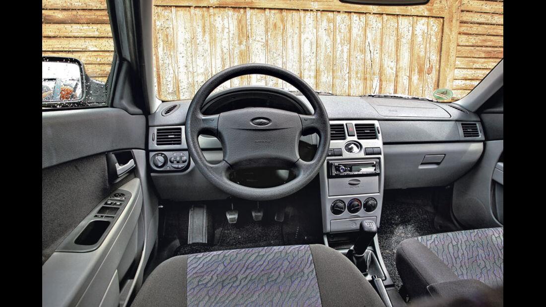 Lada Priora, Innenraum, Cockpit