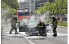 Lässt sich ein Brand nicht mit Bordmitteln löschen, hilft die Feuerwehr.