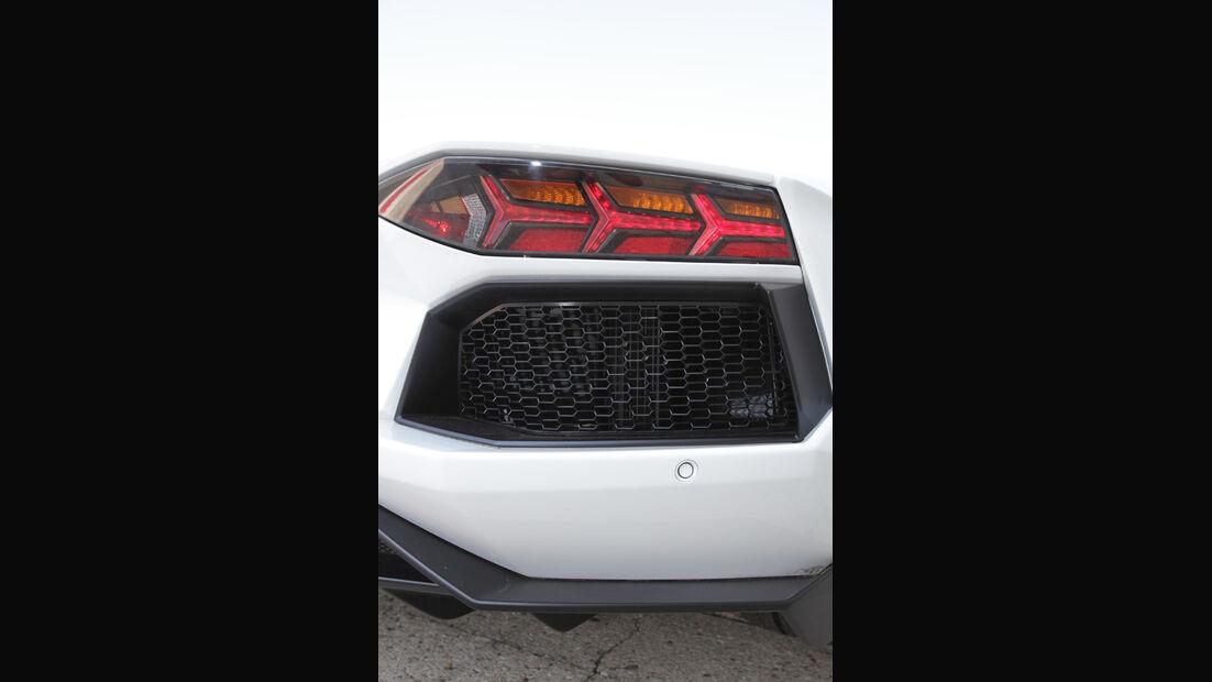Lamborghini Aventador, Auspuff, Detail, Rückscheinwerfer