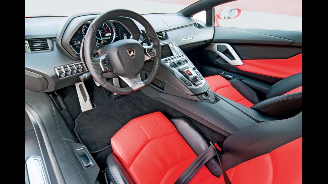 Lamborghini Aventador, Cockpit