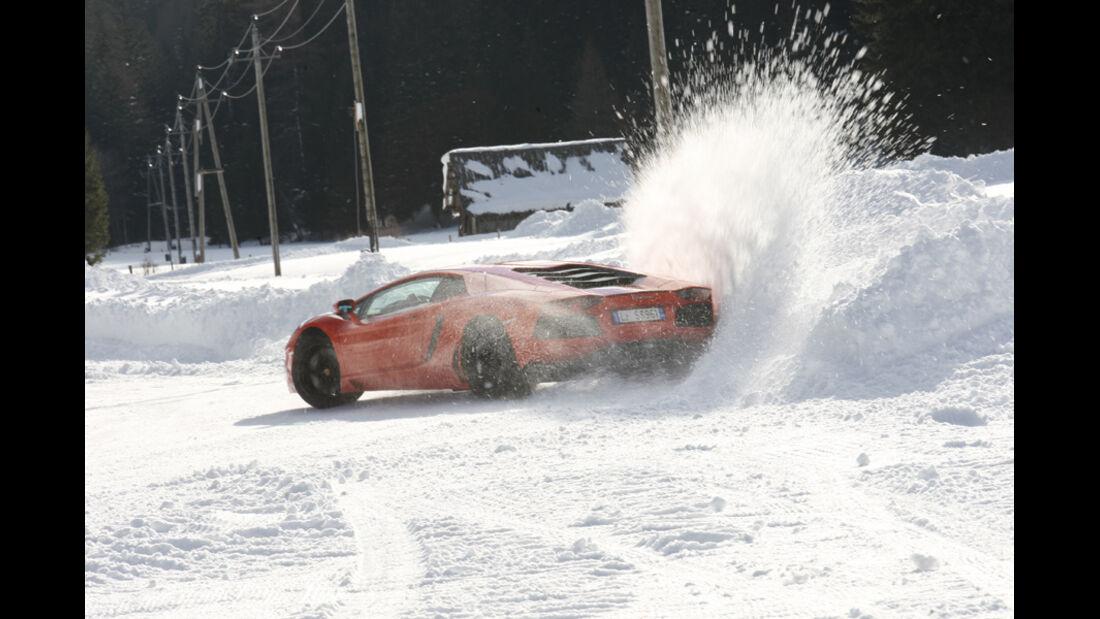 Lamborghini Aventador, Kurvenfahrt