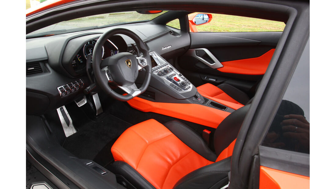 Lamborghini Aventador LP 700-4, Cockpit