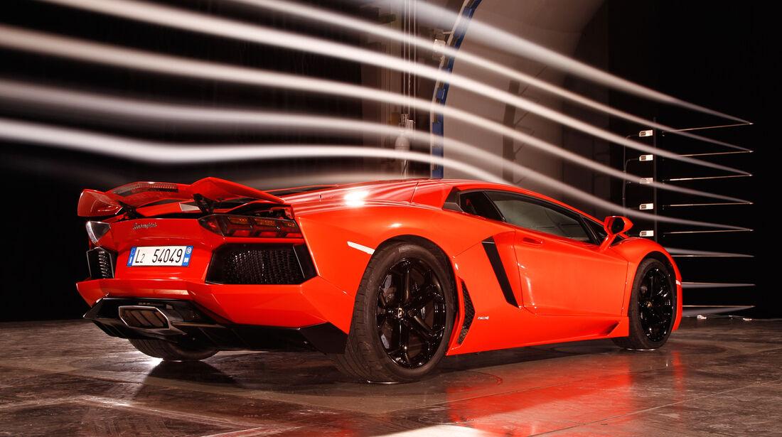 Lamborghini Aventador LP 700-4, Heck, Windkanal