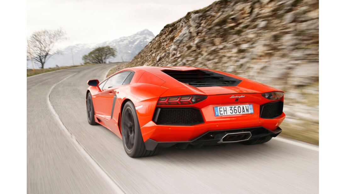 Lamborghini Aventador LP 700-4, R¸ckansicht, Bergstrafle, schr‰g hinten