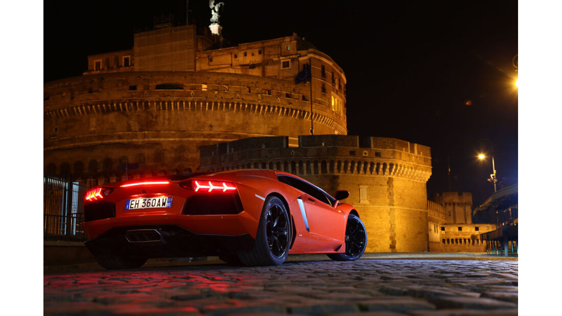 Lamborghini Aventador LP 700-4, R¸ckansicht, Colloseum, Nacht, Bremslicht