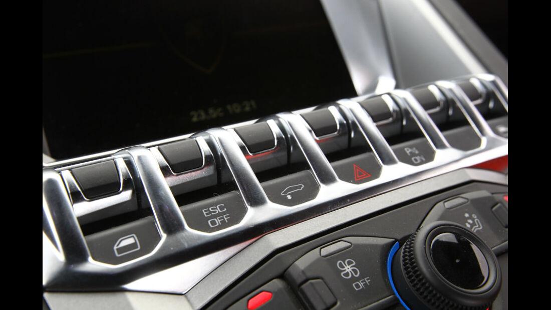 Lamborghini Aventador LP 700-4, Schaltzentrale